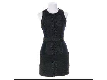 dd87a9077b33 Fantastisk klänning från BALMAIN samarbete med H&M