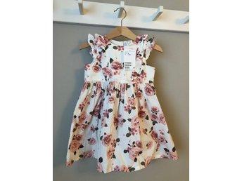 NY klänning stl 86 (420007203) ᐈ Köp på Tradera