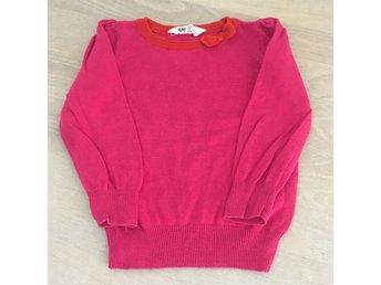 Javascript är inaktiverat. - Stockholm - Rosa stickad tröja med röd kant och rosett vid halsen. Stl 92 från H&M. Tvättluddig/ tvättnopprig. Inga hål eller fläckar. Dagisskick. Djur och rökfritt hem Samfraktar Betalning inom 7 dagar från avslutad auktion eller enl ök. Hör g - Stockholm