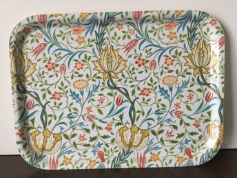 Bricka William Morris Flora wallpaper