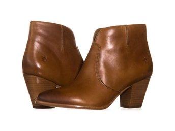 Javascript är inaktiverat. - Columbus - FRYE Jennifer Bootie Stövlar Brun 38 EUFRYE Jennifer Bootie Short Cowboy Boots 542, Cognac, 8 USVarumärke (Brand): FRYEFärg (Color): Brun (Cognac)Material överdel (Material): Läder (Leather)Klackhöjd (Heel): 7.62 CM (3 Inch)Storlek (Size) - Columbus