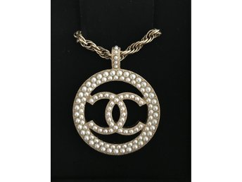 chanel halsband pris