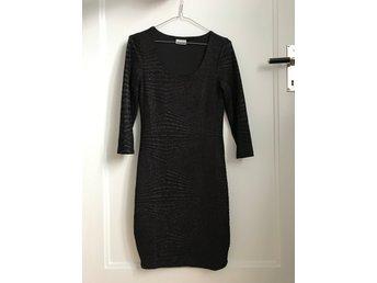Svart klänning från Noisy May (411724742) ᐈ Köp på Tradera