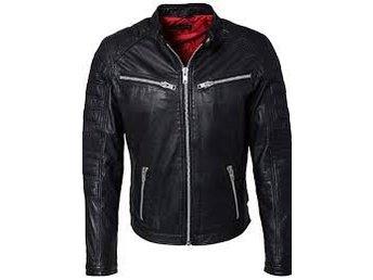 """Rock n Blue Warrior Black Leatherjacket stl L - Skutskär - Rock n Blue skinnjacka ,köpt på stayhard för 2495kr. Använd ytters lite, säljes vidare då den hänger bara snygg modell. """"Warrior Black Leatherjacket. Se även mina andra aktioner ........ - Skutskär"""