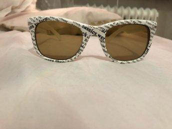 Retro solglasögon! Vintage vita ram bågar vit s.. (335952320) ᐈ Köp ... 5652e9c2ea0de