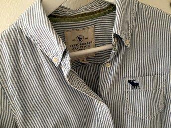 Randig skjorta m volang ZARA (334166915) ᐈ Köp på Tradera 8a7d05d07ef2b