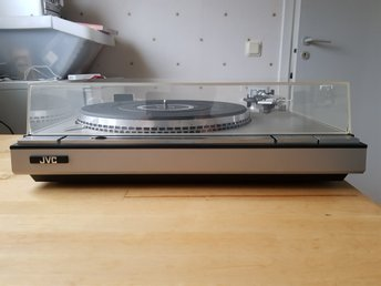 JVC L-A55 Direct-Drive Auto Return Turntable Med Original Pickup - Tumba - JVC L-A55 Direct-Drive Auto Return Turntable Med Original Pickup - Tumba