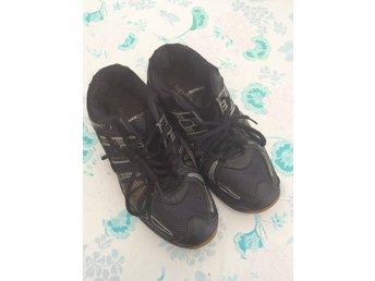 best sneakers 45504 08312 Svarta sneakers stl 38