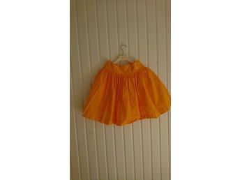 Javascript är inaktiverat. - Uppsala - En varmgul kjol från Gant med detalj knappar i midjan. Storlek 36. I fint begagnat skick. - Uppsala