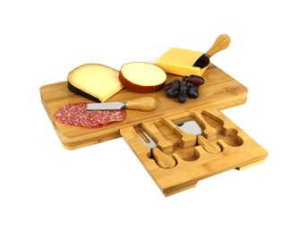 Javascript är inaktiverat. - Selangor - This Maison & White Bamboo Cheese Board is the perfect set for any cheese connoisseur. This quality set comes with 4 specialist cheese serving tools: A Stilton knife, a Cheddar knife, a hard cheese knife and cheese fork, all with durable sharp  - Selangor