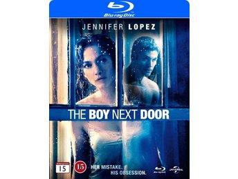Javascript är inaktiverat. - Nossebro - JENNIFER LOPEZ (Maid in Manhattan) spelar Claire, en gymnasielärare som nyligen separerat från sin man. När en snygg och karismatisk 19-årig kille, Noah (RYAN GUZMAN - Step Up All In), fyttar in i huset bredvid faller Claire i ett svagt ög - Nossebro