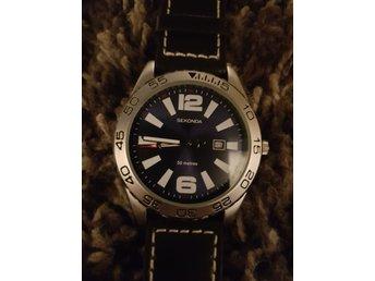 Javascript är inaktiverat. - Gustavsberg - Säljer min oanvända klocka av märket SEKONDA.. Klockan är i absolut nyskick.. Ett nytt batteri bara så har du i princip en ny klocka som tickar som vanligt igen! Armbandet är av läder! Säljs till halva priset, endast pga oväntade ut - Gustavsberg