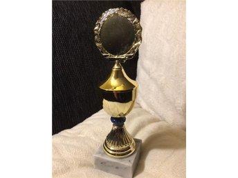 pokal pris trofé guld på marmorsockel 24 cm - Mora - pokal pris trofé guld på marmorsockel 24 cm - Mora