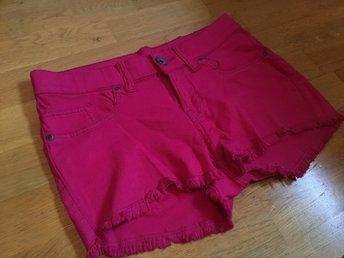 Javascript är inaktiverat. - Mölndal - Dr. Denim shorts i färgen rosa i strl. M endast testade! Aldrig använda.Meddela mig gärna om ni har frågor. Jag skickar varan när den är betald! - Mölndal