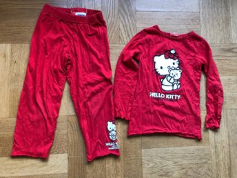 Röd HELLO KITTY pyjamas strl 98/104