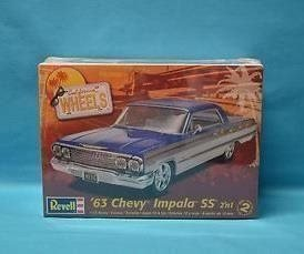 Revell Monogram 1/25 1963 Chevy Impala SS 2 in 1