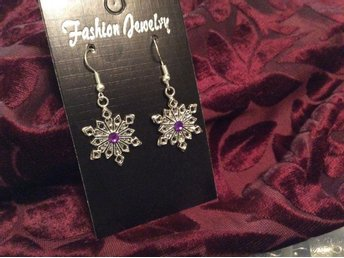 Snöflinga Snowflake earrings örhängen Jul fest lila smycken purple mode gåva