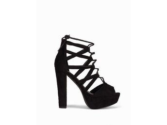 Nelly- Cut out platform sandal