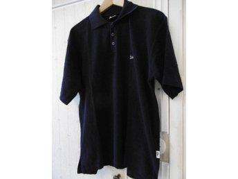 360da967f2d Piké/Tennis tröja mörkblå från Lacoste, beg. i gott skick säljs billigt XXL