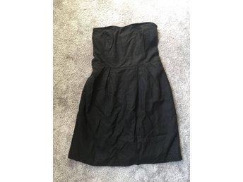 Svart axelbandslös klänning från VILA (378864804) ᐈ Köp på