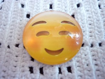 Glas cabochon (smiley) med magnet.  25mm.