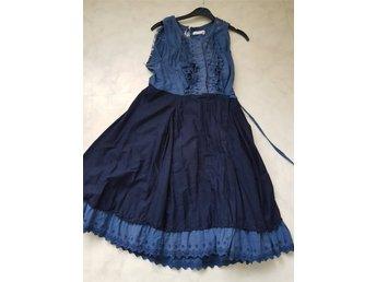 Javascript är inaktiverat. - örebro - Odd Molly sommar /strand marinblå/blå klänning,storlek:2 100% cotton Längd - 96cm/ midja:38/40 fin skick Samfrakt - örebro