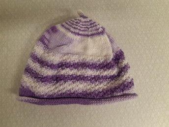 nytt utseende största rabatt billigt till salu Söt hemstickad mössa till bebis. (384345185) ᐈ Köp på Tradera