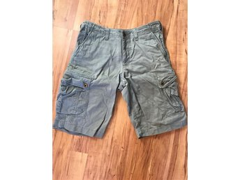 Gråa shorts stl s East west