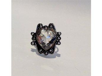Hjärtformad ring med vit kristall stl 18,5 - ärla - Hjärtformad ring med vit kristall stl 18,5 - ärla