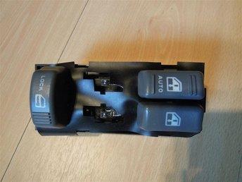 Javascript är inaktiverat. - Borlänge - Ny original GM knappsats från Ac Delco till fönsterhissar & c-lås. Placering i förardörren på 2 dörrars fordon. Gm artikelnummer: 15151356 Ac Delco artikelnummer: D6070 Den har blivit ersatt med 19244656 Placering på fordonet: Vänster - Borlänge