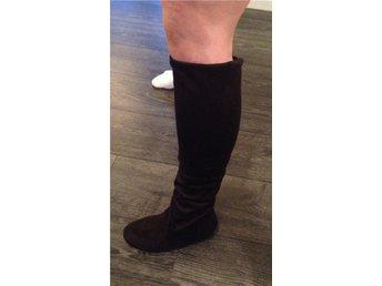 Svarta stövlar i mockaimitation storlek 37 med stretch - Häljarp - Svarta stövlar i mockaimitation storlek 37 med stretch - Häljarp