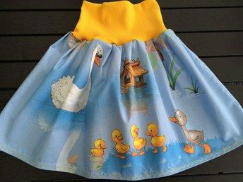 Fin kjol i bomull den fula lilla ankungen 116 cl - Nässjö - Fin kjol i bomull den fula lilla ankungen 116 cl - Nässjö