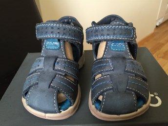 Javascript är inaktiverat. - Malmö - Ett par bekväma Ecco-skor som passar perfekt när barnet ska lära sig gå. Bra stöd. Ortopedisk utformad sula. I bra begagnat skick. - Malmö