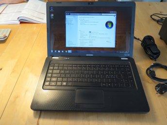 """Javascript är inaktiverat. - öjebyn - Fin bärbar dator i fint skick! Prestanda räcker till surf, mail, ordbehandling o.s.v. Processor: Intel T4500 DualCore 2.3Ghz Minne: 3gb RAM Hårddisk: 320gb SATA DVD-brännare, 15,6"""" widescreen VGA, USB, WiFi osv Operativ: Windows 7 Home Premi - öjebyn"""