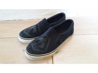 Warp tygskor, skor i stl 34 (22.0 cm). - Bredaryd - Warp tygskor, skor i stl 34 (22.0 cm). - Bredaryd