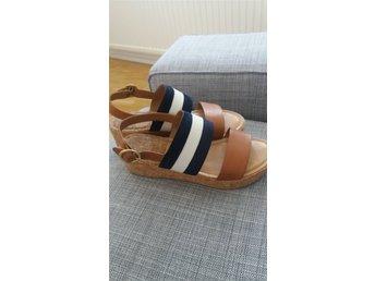 Javascript är inaktiverat. - Göteborg - Passa på att köpa mina fina Gant sandaler! Jättesköna men passar inte riktigt min fot. Använda 5 ggr. - Göteborg