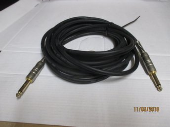 Studiomaterial auktion nummer 5-18. Black Proffesional Audio line Cable.