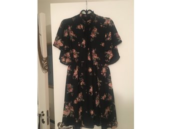 Zara floral dress. NEW.