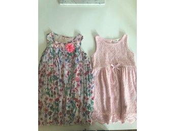 0f249cbd61f9 Sommar klänningar rosa spetsklänning och plisserad blommig 98-104 H&M