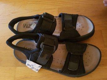 Javascript är inaktiverat. - Stockaryd - Helt nya kvalitét sandaler från märket Walker Sky.Nypris 399 krSamfraktar för billigare frakt - Stockaryd