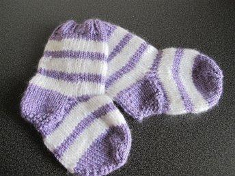 Nya hemstickade strumpor/raggsockor för baby 0-6 mån - Färnäs - Nya hemstickade strumpor/raggsockor för baby 0-6 mån - Färnäs