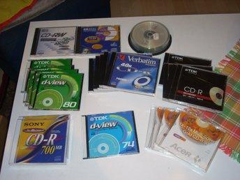 Javascript är inaktiverat. - Tenhult - CD skivor skrivbara 700Mb och två RW se bilder 21 st skivor har fraktvikt 2Kg Rondellen följer då inte med. 31 st skivor har fraktvikt 3Kg Rondellen följer då med Hämtar du så slipper du frakten :-) Finns i Tenhult frakt vikt 2 kg eller 3 - Tenhult